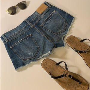 Zara distressed jean shorts size 02.